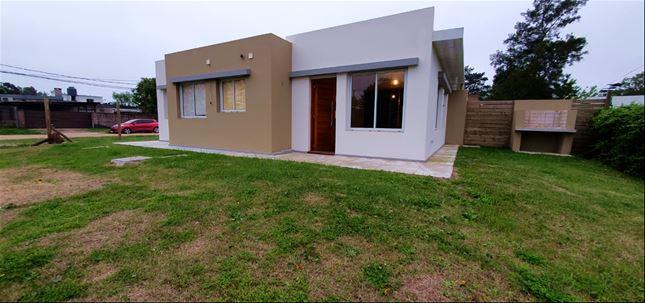 Hermosa Casa Duplex De 3 Dormitorios A Estrenar, Lomas De S